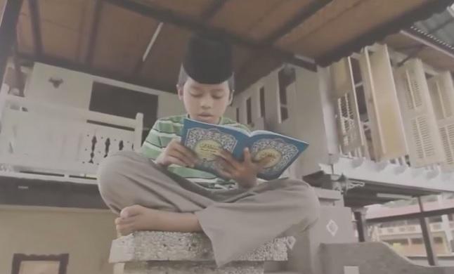 Kisah Haru Seorang Bocah Menghafal Al Fatihah Demi Sedekah Kepada Ibunya